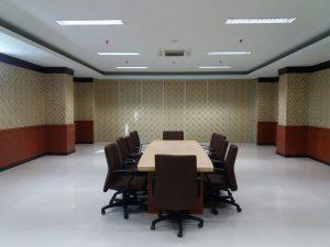 pintu partisi ruang meeting