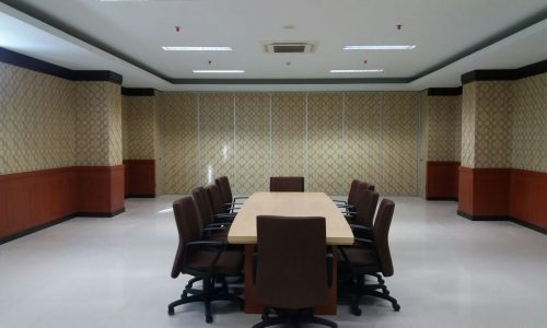 pintu partisi ruang meeting